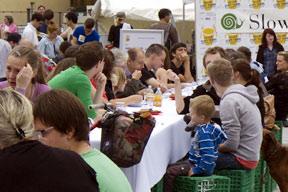 aktionen-gaeste_an_der_tafel.jpg