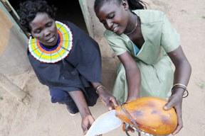 aktuelles-aktuelles_2012-kenya-yogurt-dei-pokot_288.jpg