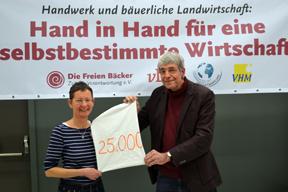 aktuelles-aktuelles_2017-spendenuebergabe-die-freien-baecker-saatgutfonds_288x192.png