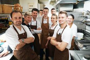 aktuelles-aktuelles_2018-gueckliche-gesichter-nach-erfolgreichem-abschluss-der-slow-food-veranstaltung_c_-deutsche-botschaft-albanien.jpg