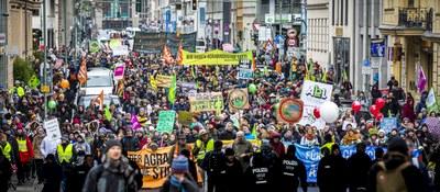 'Wir haben es satt!': Der Agrarindustrie den Geldhahn abdrehen – Bauern bei Klimaschutz unterstützen!
