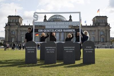 """Initiative mit Petition: Gesetz für fairere Lieferketten """"Gegen Gewinne ohne Gewissen"""""""