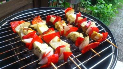 Slow grillen: Viel Gemüse, wenig Fleisch und Deckel drauf