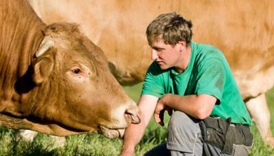 Slow Food fordert von der Bundesregierung: Würdige Bedingungen für Mensch und Tier bei der Herstellung von Lebensmitteln