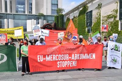 Merocsur-Aktion (c) Uwe Hiksch.jpg