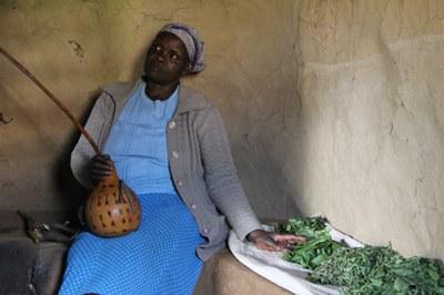 Pokot-Joghurt mit Asche Kenia_(c) Jonathan Sheets.jpg