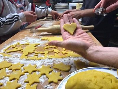 Im Advent gemeinsam Plätzchen zu backen, gehört inzwischen zu den lieb gewordenen Traditionen der Slow Food Youth Fulda (c) Arthur Schulz.jpg
