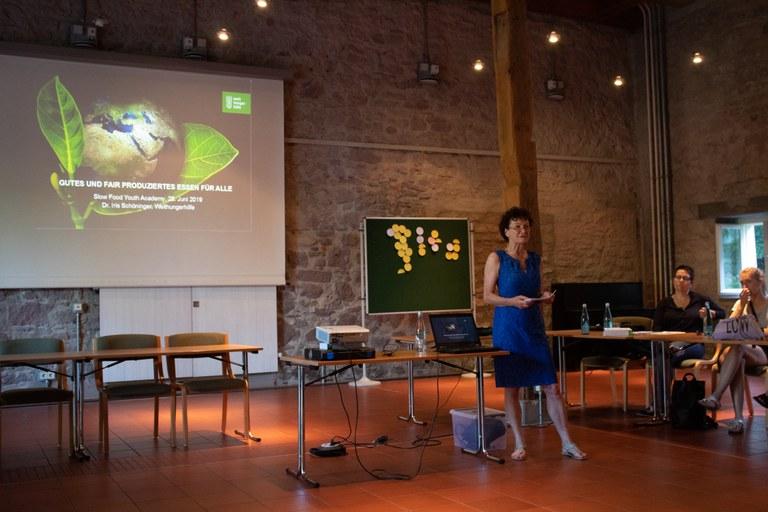 Dr. Iris Schöninger als Referentin bei der SFYA 2019_ (c) Slow Food.jpg