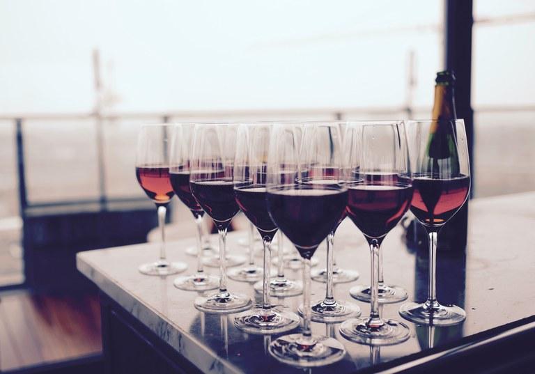 Weinverkostung (c) creative commons.jpg