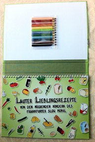 aktuelles-aktuelles_2014-kochbuch_titel_mit_stiften_.jpg